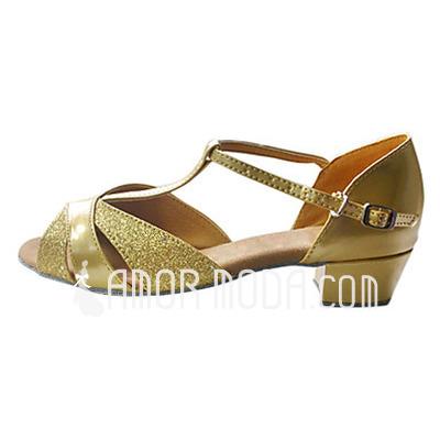 Vrouwen Kinderen Sprankelende Glitter Patent Leather sandalen Flats Latijn met T-Riempjes Dansschoenen (053013359)