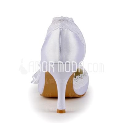 Vrouwen Satijn Stiletto Heel Closed Toe Pumps met Bergkristal Satijnen Bloem Stitching Lace (047005347)