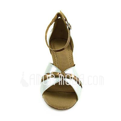 Vrouwen Imitatieleer Patent Leather Hakken sandalen Latijn met Strik Dansschoenen (053013305)