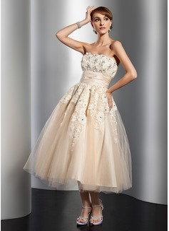 A-Linie/Princess-Linie Trägerlos Wadenlang Tüll Brautkleid mit Rüschen Spitze Perlen verziert Blumen (002014765)