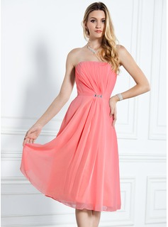 A-Line/Princess Strapless Knee-Length Chiffon Bridesmaid Dress With Ruffle Beading (007000916)