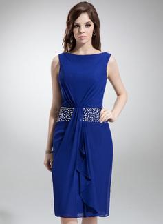Etui-Linie U-Ausschnitt Knielang Chiffon Kleid für die Brautmutter mit Perlen verziert Gestufte Rüschen (008006426)