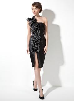 Jacka One-Shoulder Knälång Charmeuse Cocktailklänning med Rufsar Blomma (or) (016008711)