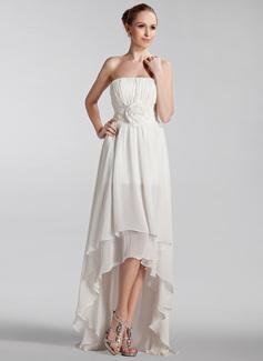 Forme Princesse Sans bretelle Traîne asymétrique Mousseline Robe de mariée avec Plissé Fleur(s) (002024297)