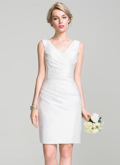 Sheath/Column V-neck Knee-Length Taffeta Bridesmaid Dress With Ruffle (007087722)