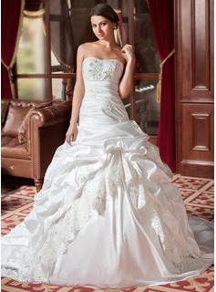 Ball-Gown Sweetheart Chapel Train Taffeta Wedding Dress With Ruffle Lace Beadwork (002004436)