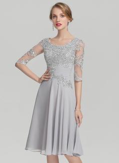 A-Linie/Princess-Linie U-Ausschnitt Knielang Chiffon Kleid für die Brautmutter mit Rüschen Applikationen Spitze (008139171)
