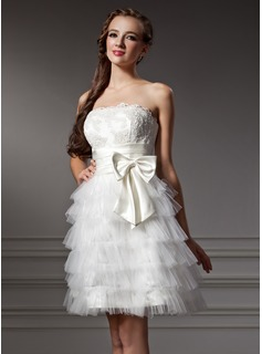 A-Line/Princess Strapless Knee-Length Satin Tulle Homecoming Dress With Ruffle Lace Bow(s) (022007581)