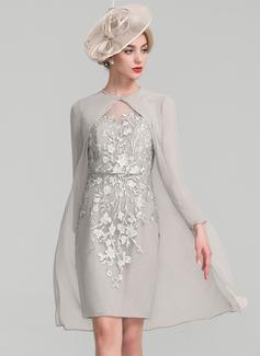 Etui-Linie U-Ausschnitt Knielang Chiffon Spitze Kleid für die Brautmutter mit Perlstickerei Pailletten (008107660)
