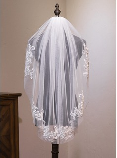 One-tier Fingertip Bridal Veils With Lace (006183221)