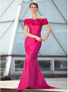 Trumpet/Mermaid Off-the-Shoulder Sweep Train Taffeta Mother of the Bride Dress With Ruffle (008018926)