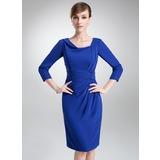 Etui-Linie Cowl Neck Knielang Chiffon Kleid für die Brautmutter mit Rüschen (008006465)