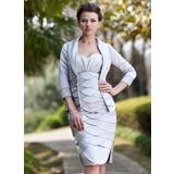 Etui-Linie Herzausschnitt Knielang Satin Kleid für die Brautmutter mit Rüschen Perlen verziert Schlitz Vorn (008006303)