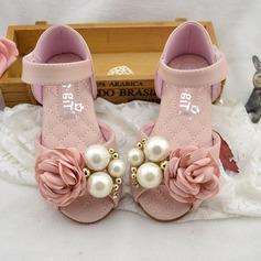 Mädchens Peep Toe Leder Flache Ferse Sandalen Flache Schuhe Blumenmädchen Schuhe mit Nachahmungen von Perlen Satin Schleife Klettverschluss (207111953)
