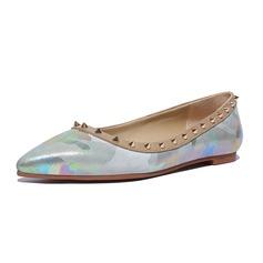 Vrouwen Kunstleer Flat Heel Flats Closed Toe met Klinknagel schoenen (086086135)