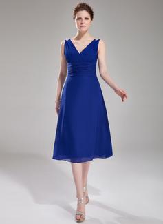 A-Line/Princess V-neck Knee-Length Chiffon Cocktail Dress With Ruffle Beading (016008330)