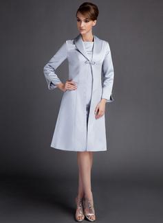 Sheath/Column Scoop Neck Knee-Length Satin Mother of the Bride Dress (008005957)